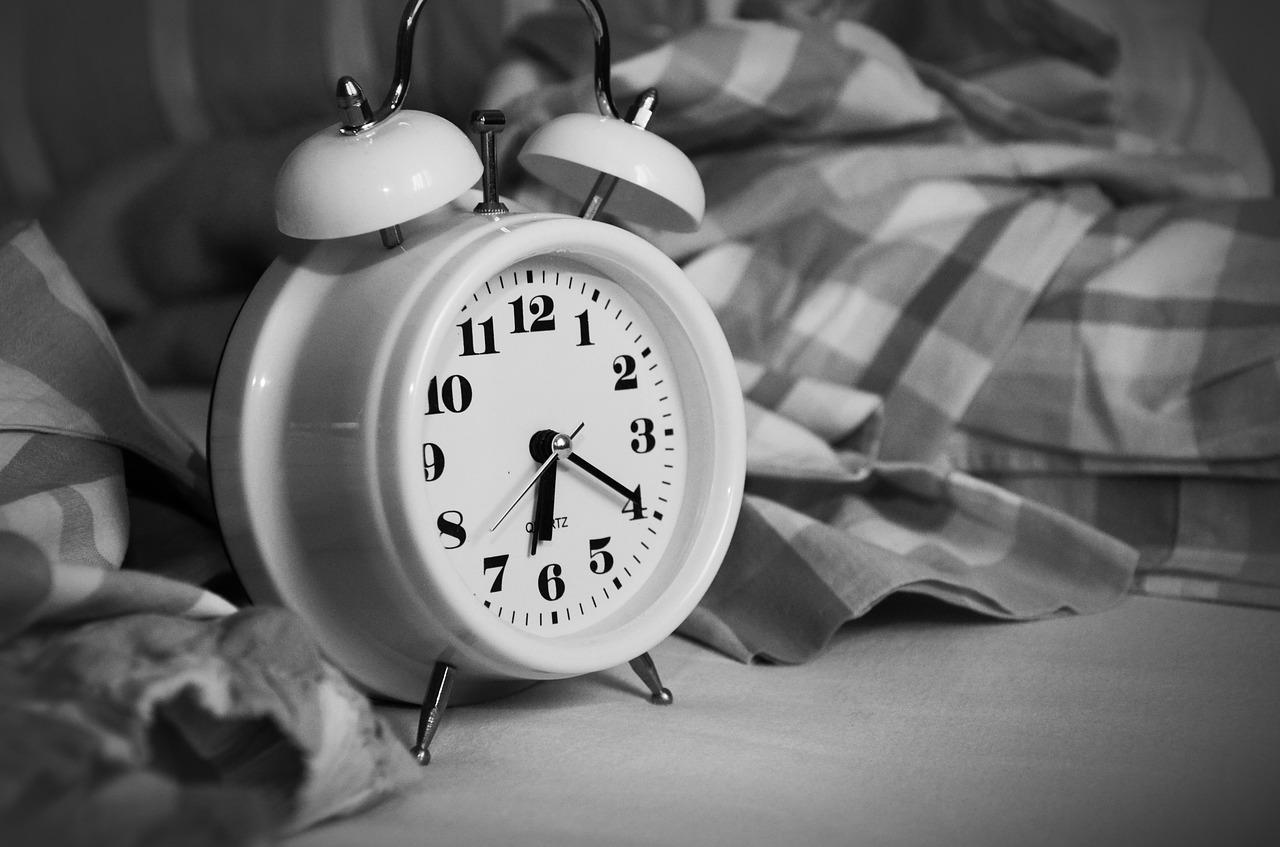 衝撃!睡眠時間が6時間以下は徹夜と同等!?病気のリスクも
