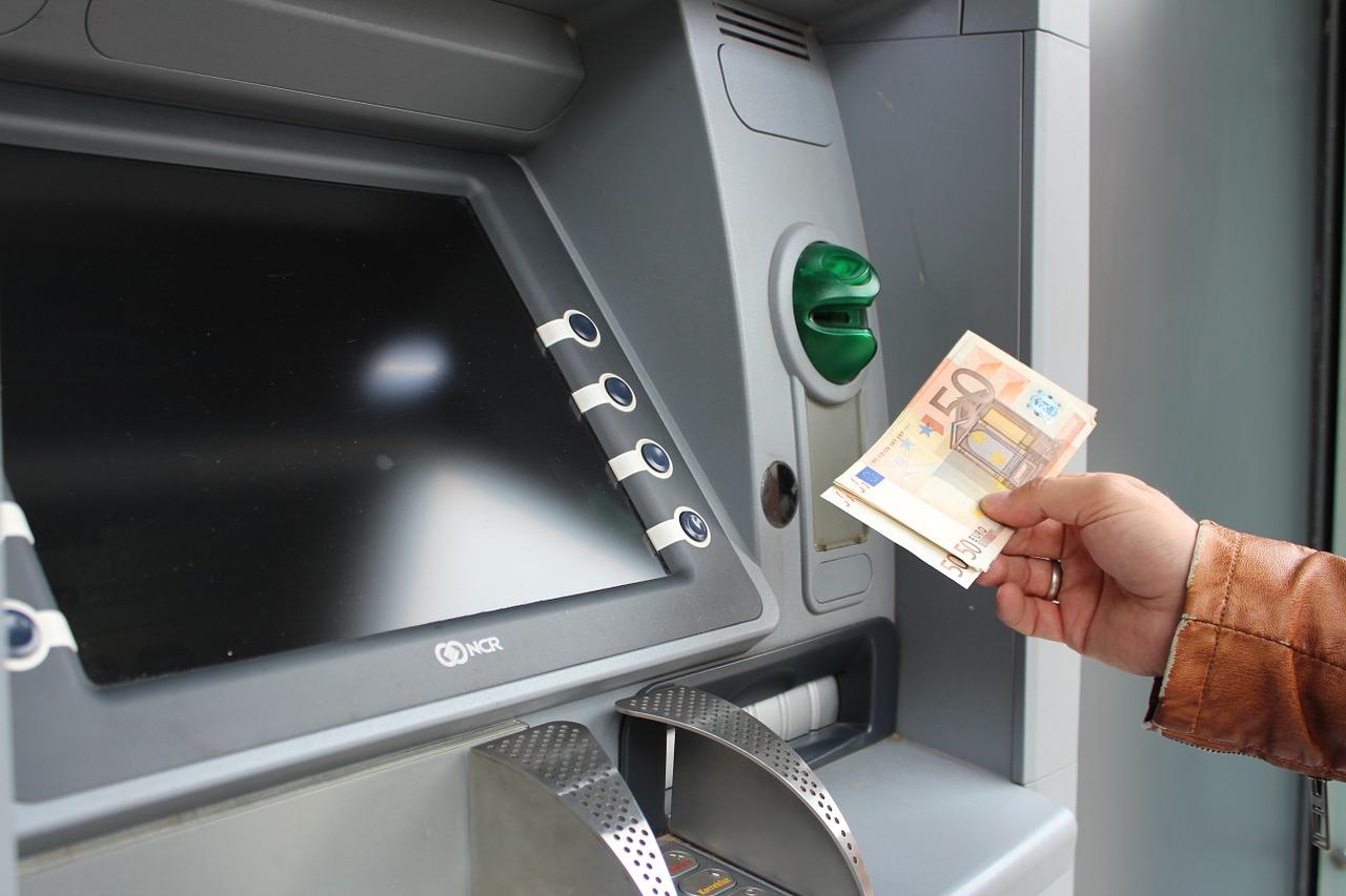 銀行の口座番号…教えると詐欺の危険は?悪用・不正利用に注意しよう