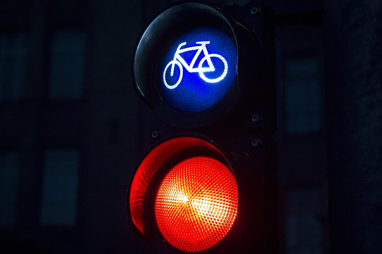 自転車のルール違反!信号無視は赤切符・青切符の交付も…罰則内容は