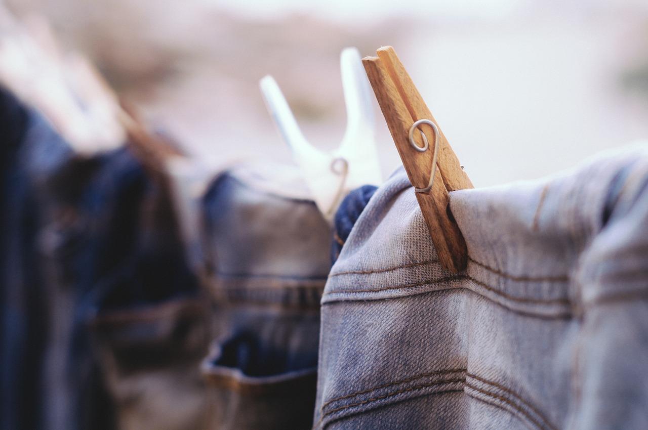 エアコンの除湿機能と除湿機|比較!洗濯物が乾きやすいのは…