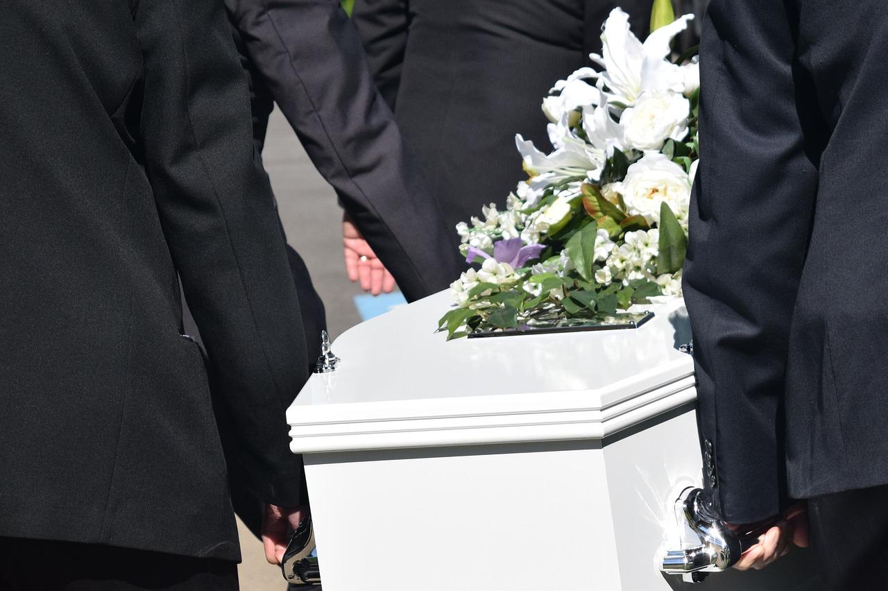 身内の葬式に参列!挨拶・お悔やみの言葉の内容…親戚には何を言う?
