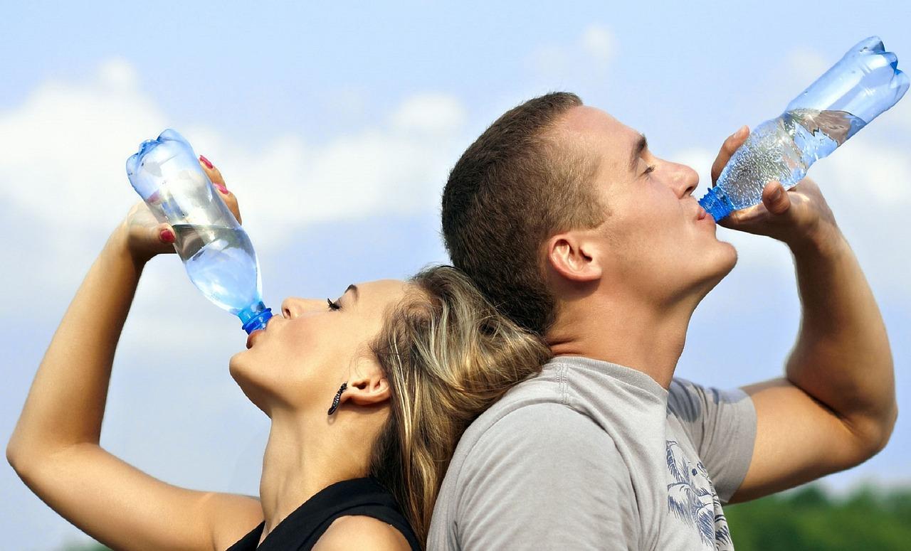 水分補給に注意【吸収率を上げる時】スポーツドリンク・水…高いのは