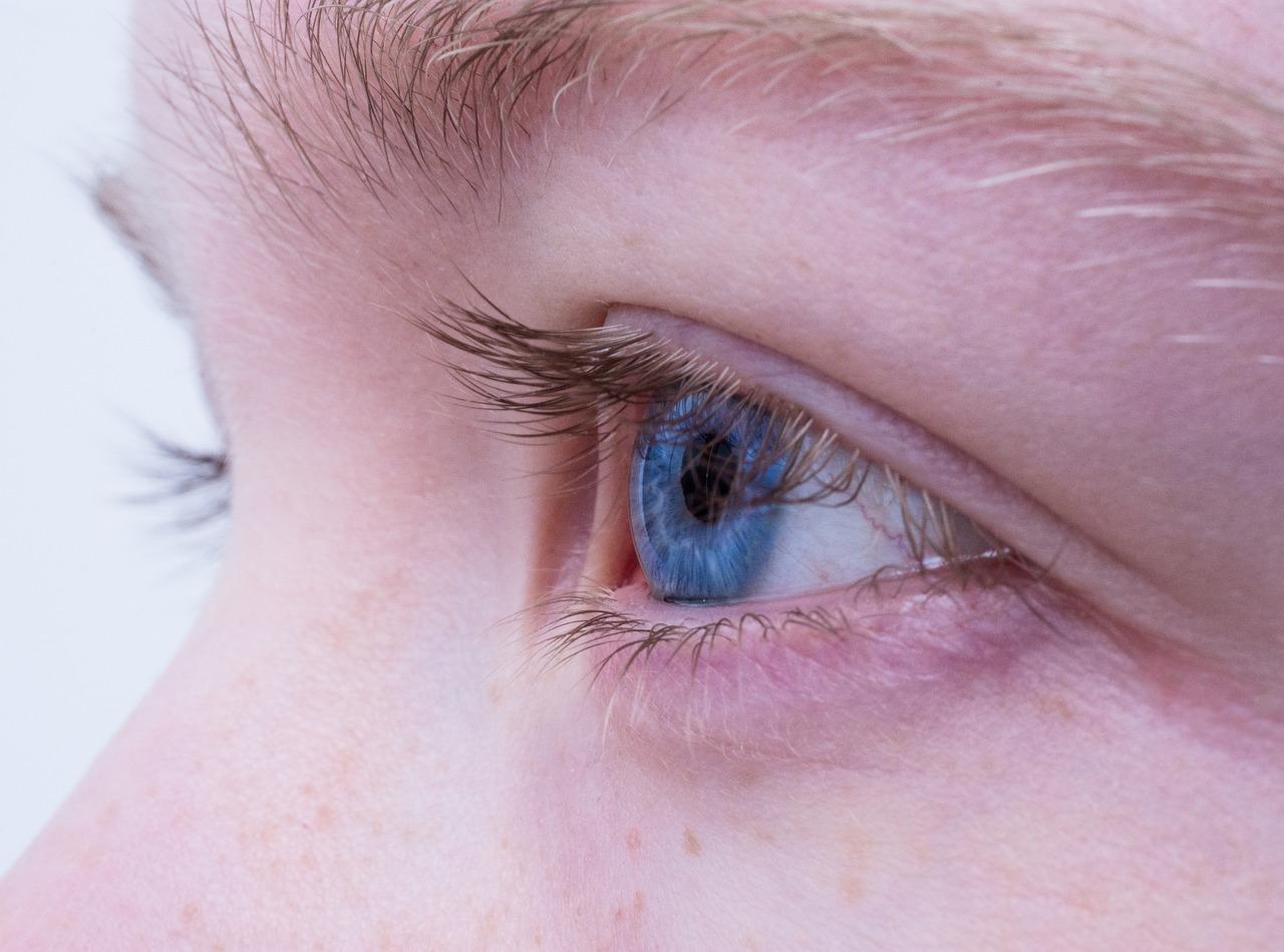 【コンタクト】眼科で作ると費用が高くなる?!いくらくらいかかるの?