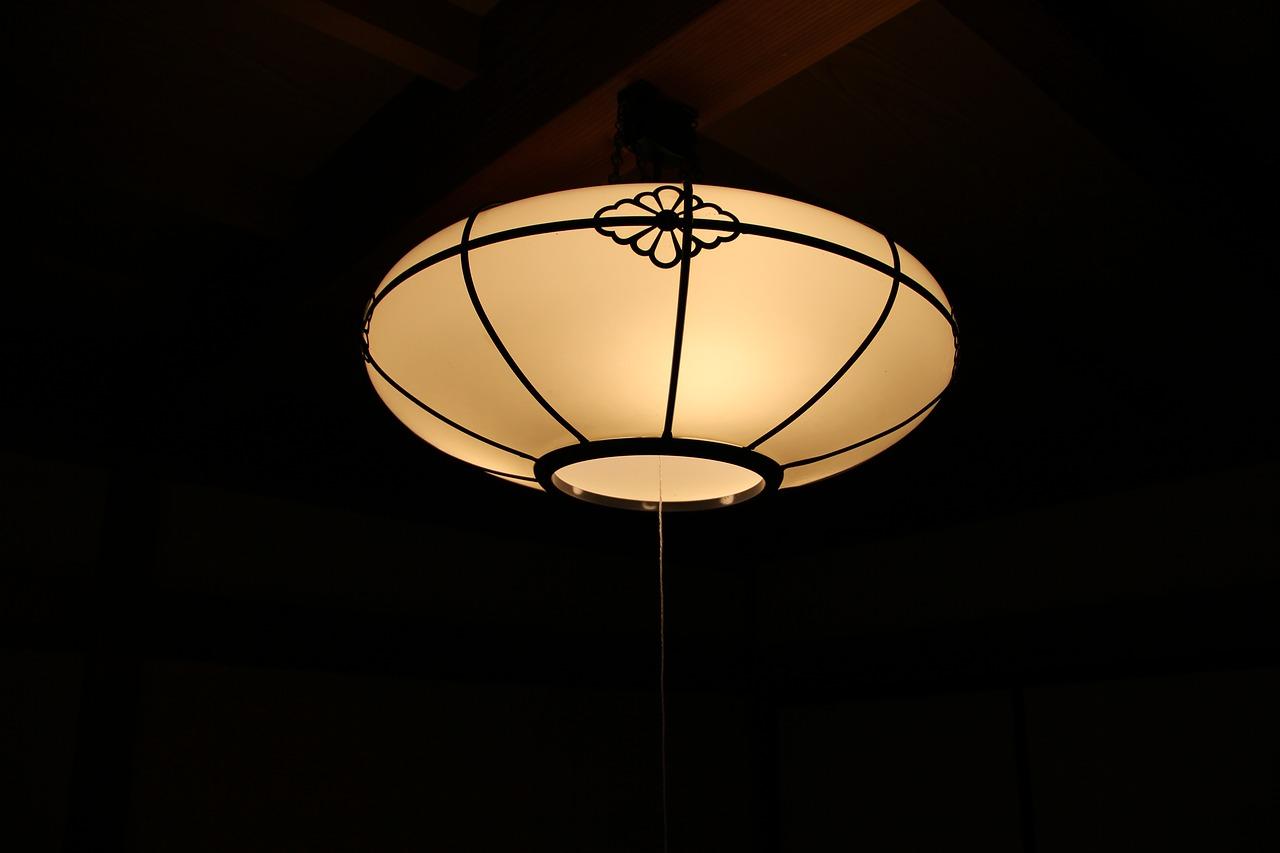 蛍光灯の交換方法「丸型」の外し方・つけ方の簡単説明…手順を紹介!