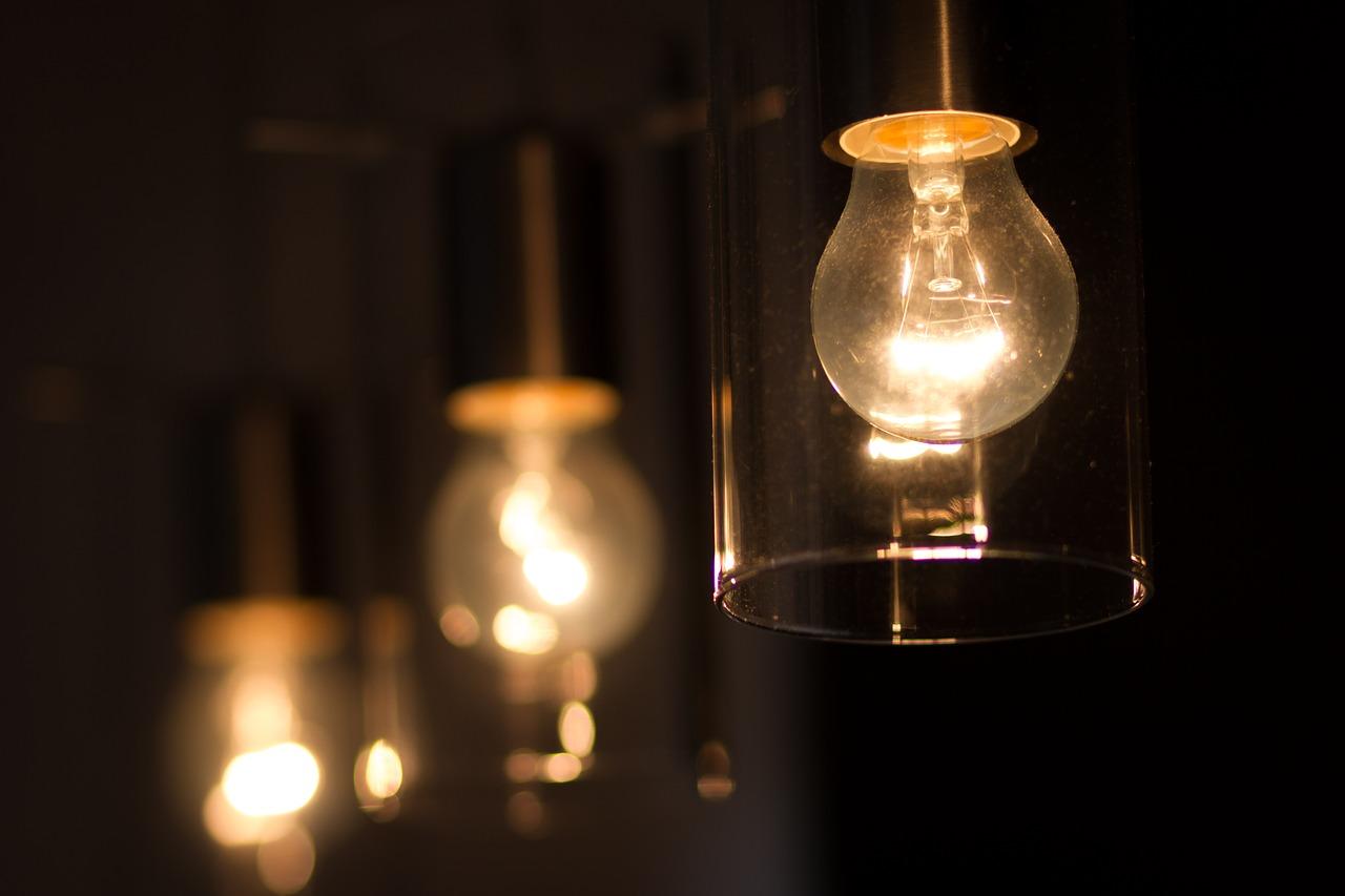 蛍光灯の交換「感電の危険」は本当にあるの!?電源に注意しよう!