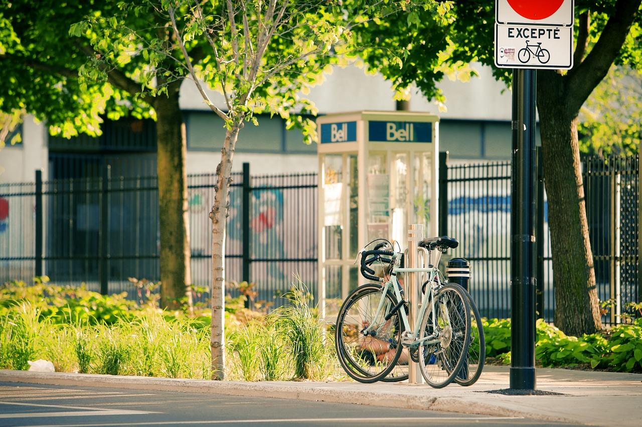 自転車で歩道を走る時…左側通行?右側?正しい位置がどこか知りたい