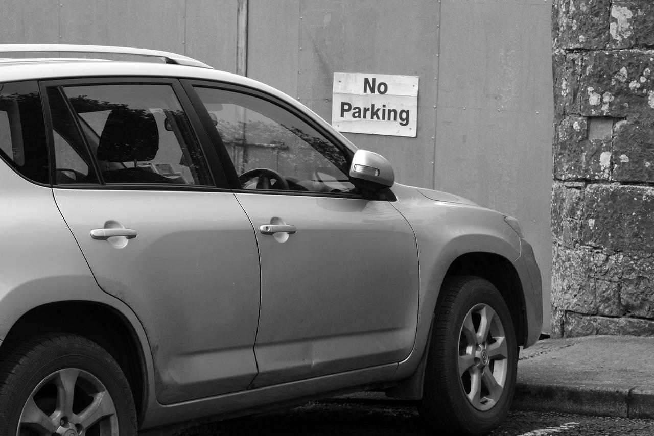 駐車と停車|意味や違いは!?駐車違反に注意!停めてOK?NG?