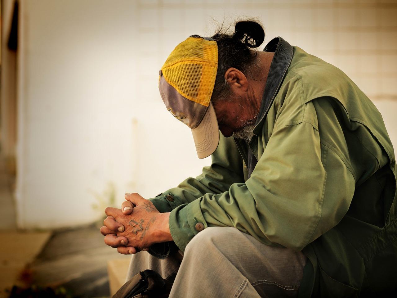 日本における貧困って?年収いくらだと該当?貧困になる人の行動も調査