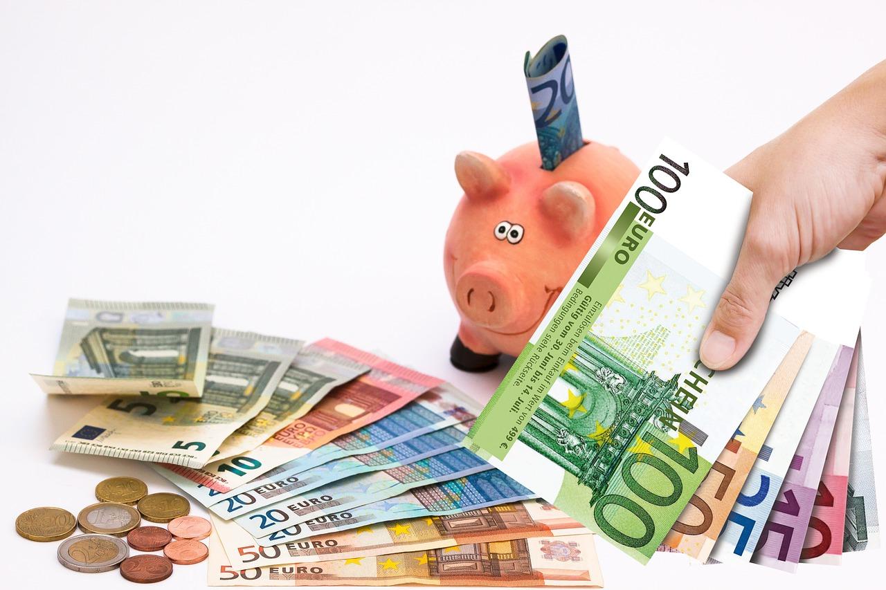 【貯金】どのくらいあるのが普通?一年間に100万円貯める方法も?!