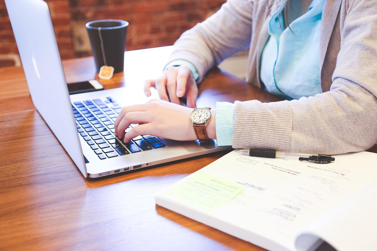 Windowsメールの送信に名前や住所など署名を入れる方法をご紹介