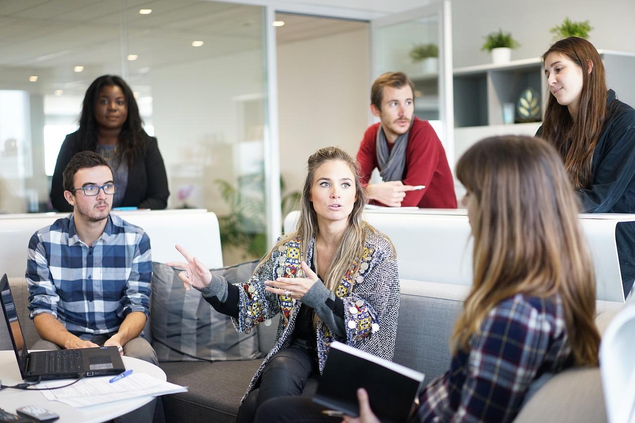 会社内の人間関係!辛い悩みの原因…多い問題は?職場トラブルの影響!