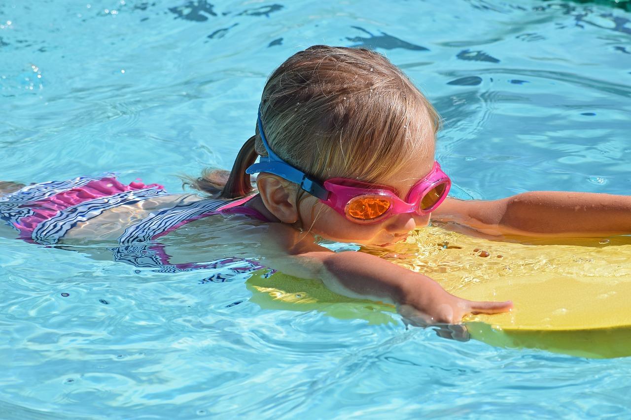 クロールを上達させるコツは?子供に泳ぎを教える秘訣とは?
