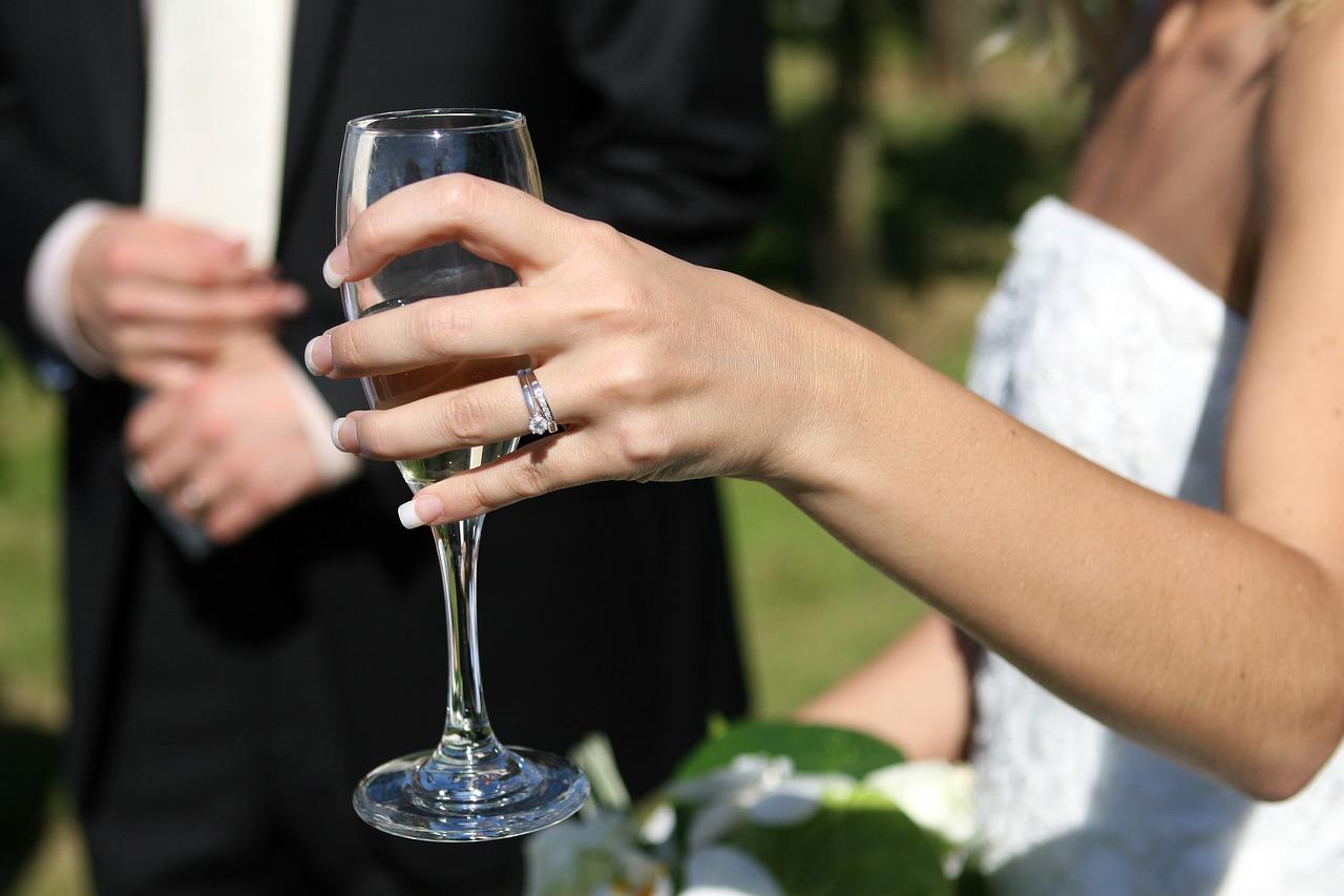友達の結婚式に出席します!ご祝儀を包む時のマナーは?注意点を教えて