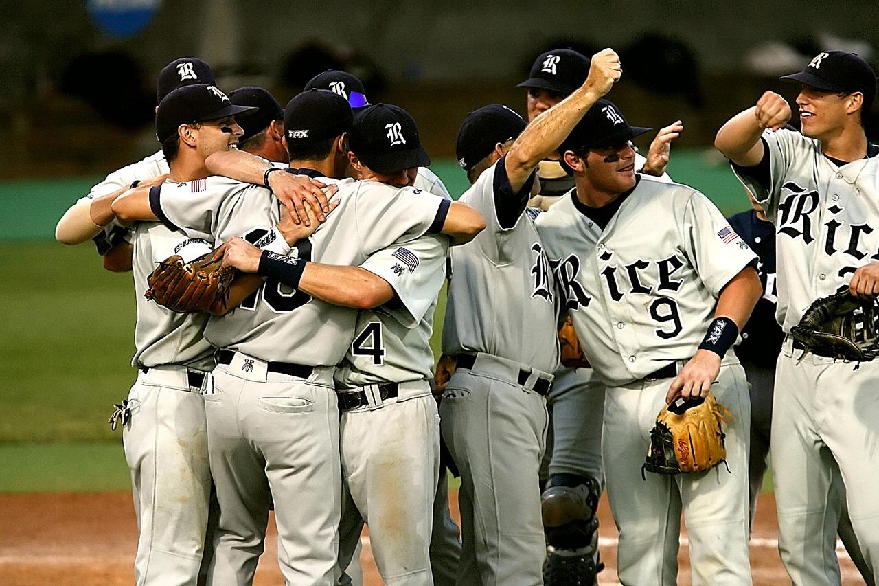 野球とサッカー…どっち?日本で人気2大スポーツ徹底比較!