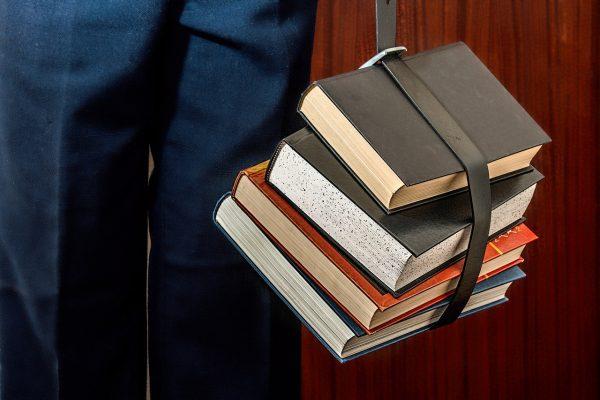 履歴書の趣味の欄に「読書」と書くと面接で困る事になる?!