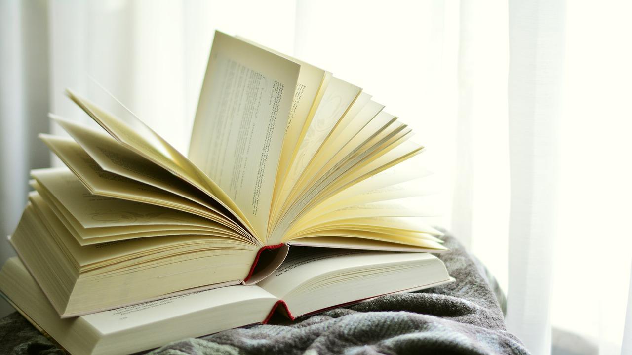 大切な本をいつまでも守りたい…日焼けの防止方法&リペア方法を伝授