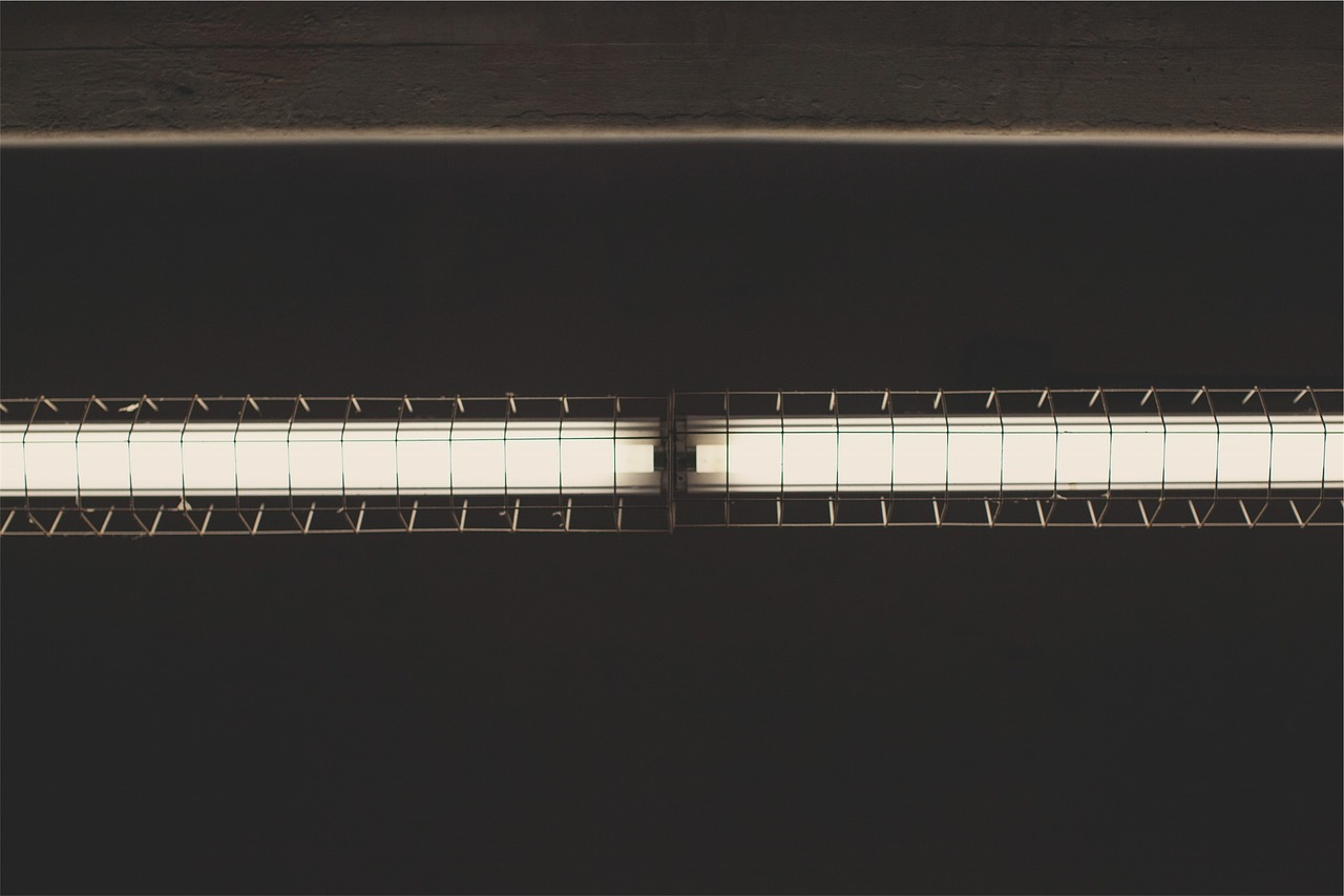 蛍光灯の交換方法【直管型の外し方のコツ】LEDは注意…違いを比較