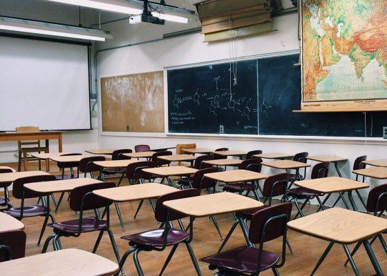 高校の授業中に内職は当たり前?効率よく内職するには?