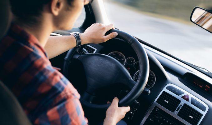 「無事故」への道は、右折と左折のどちらが優先かの認識度