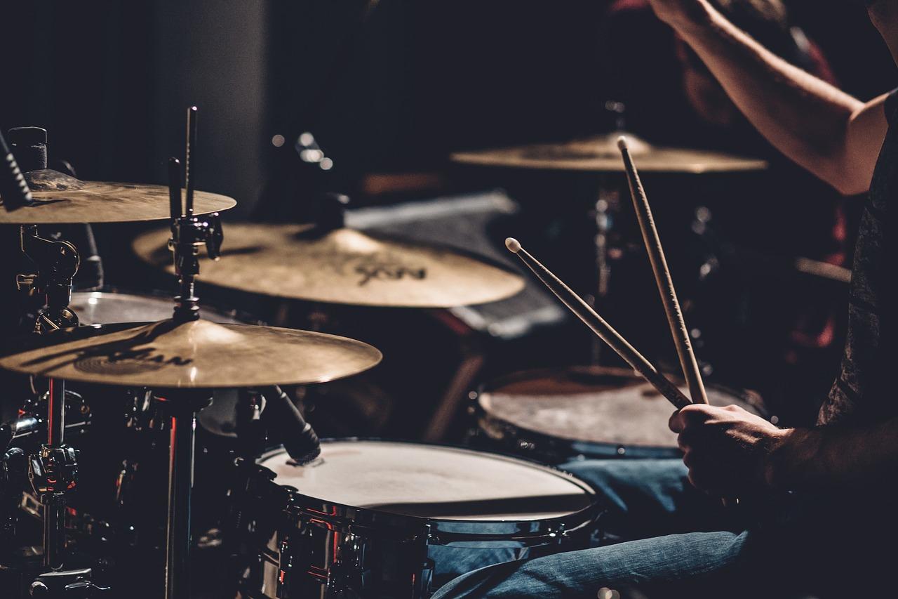 ドラムのリズムキープの方法|左足でリズムをとって安定する