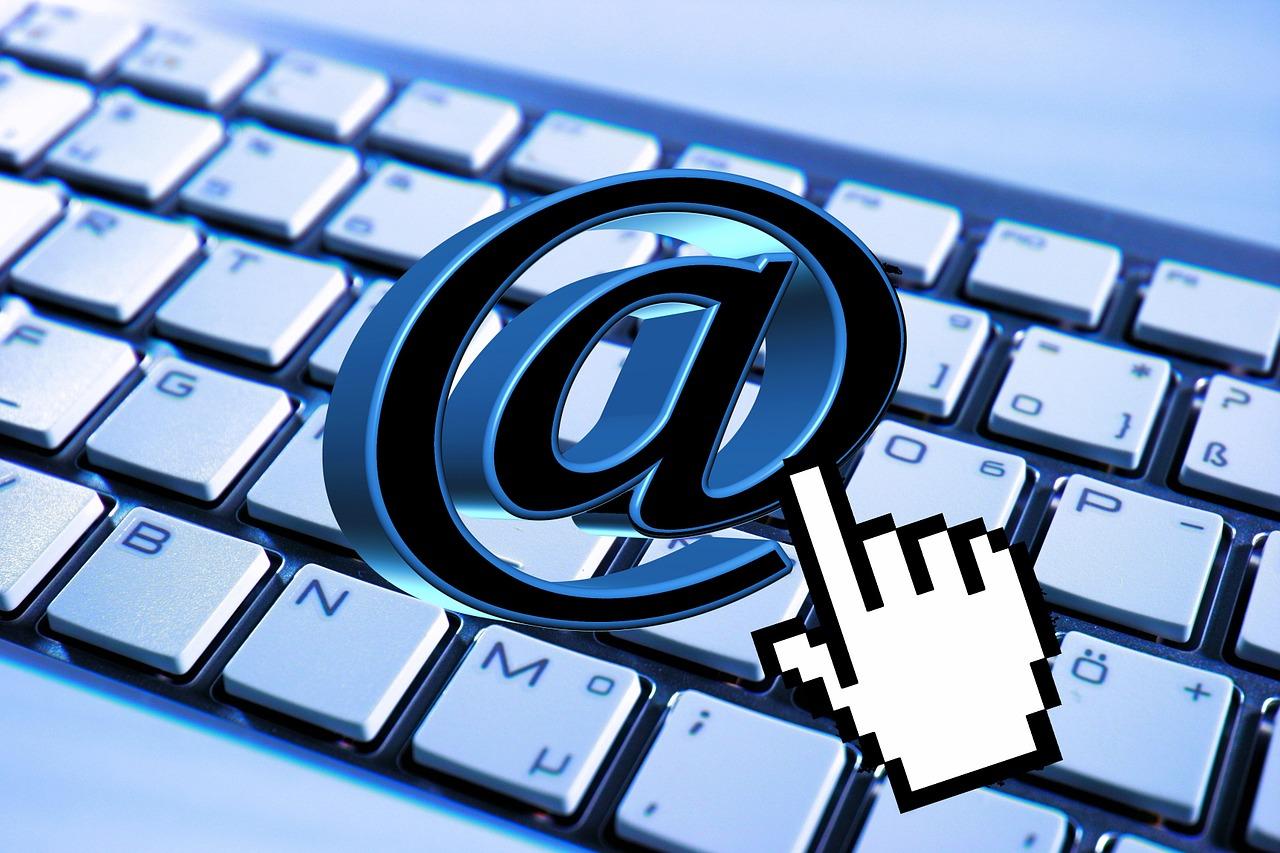 代理でメール送信するなら、署名はどうする!?