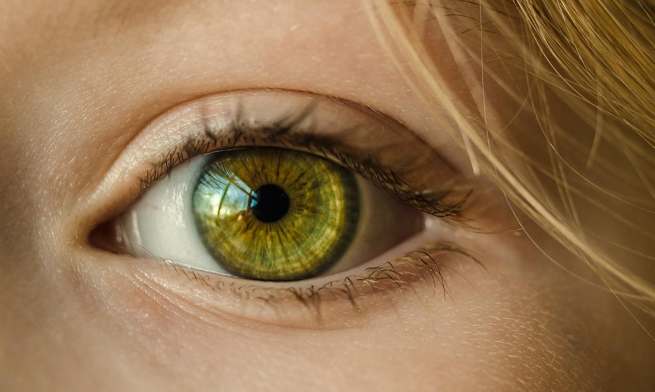 1dayコンタクトを連続使用すると目には悪影響!何が危険なの?