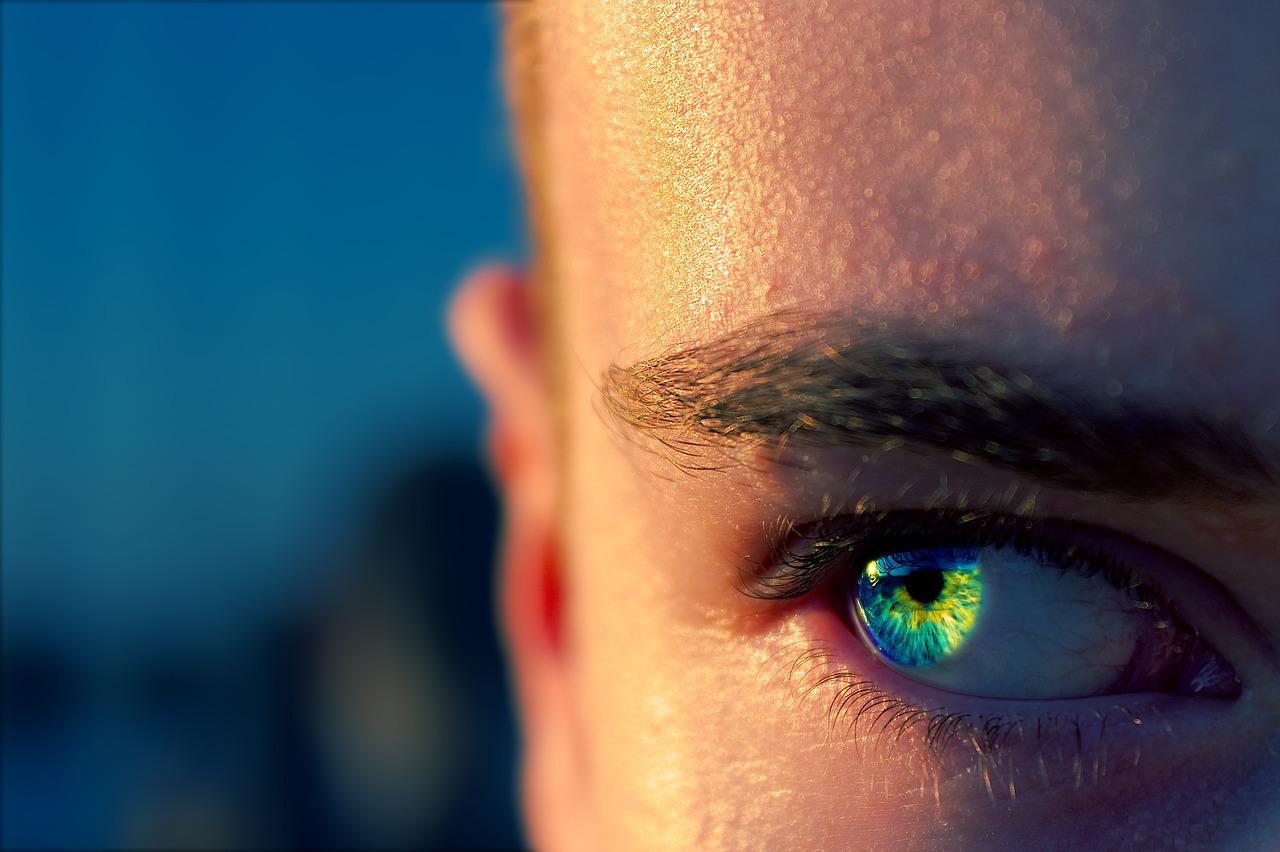 「大人の斜視」かも・・原因はストレス?急増中の眼精疲労は現代病