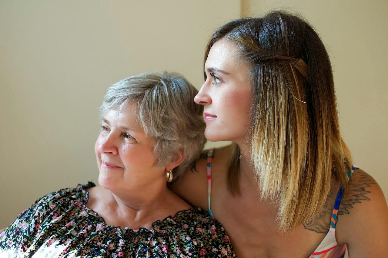 親を扶養…健康保険や税金に影響は?年収制限などデメリットを調査!