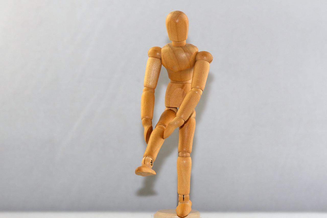 膝に違和感が!半月板が損傷損している?治し方と手術方法とは