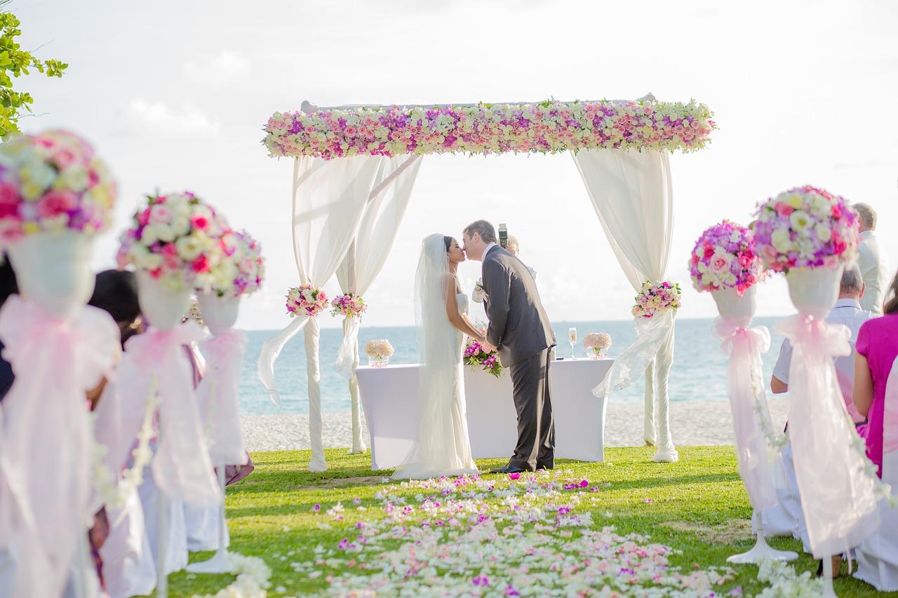 結婚祝いの常識「ご祝儀マナー」一般的な相場金額や封筒の書き方まで