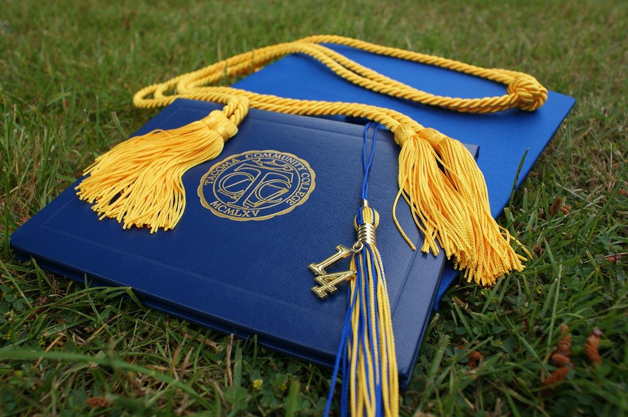 大学卒業するともらえる学位とは何ですか?