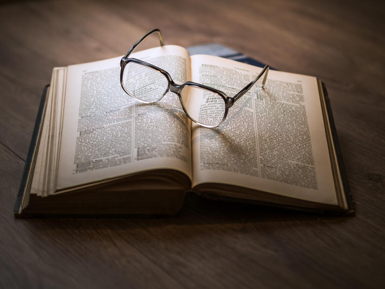 眼鏡の度数「近視は弱めがいい」は本当?適切なメガネの注意ポイント