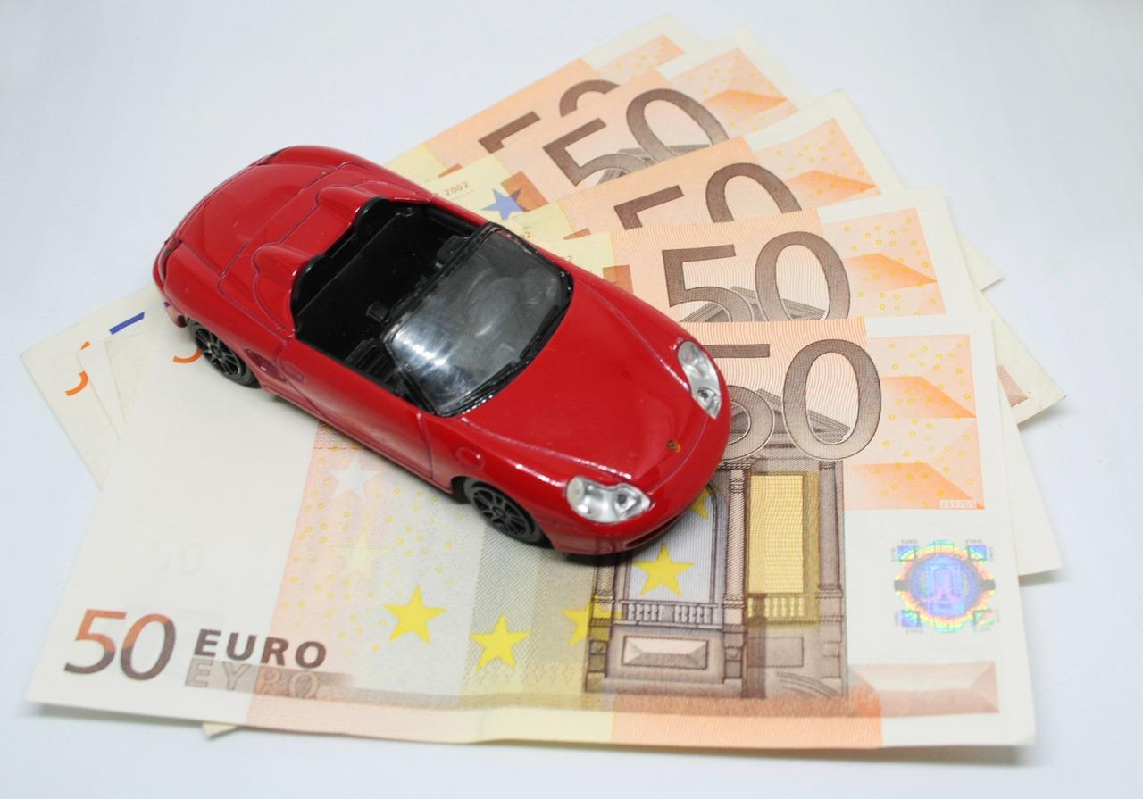 家計の節約「車の高い維持費」苦しい時…手放す・手放さない?解決策