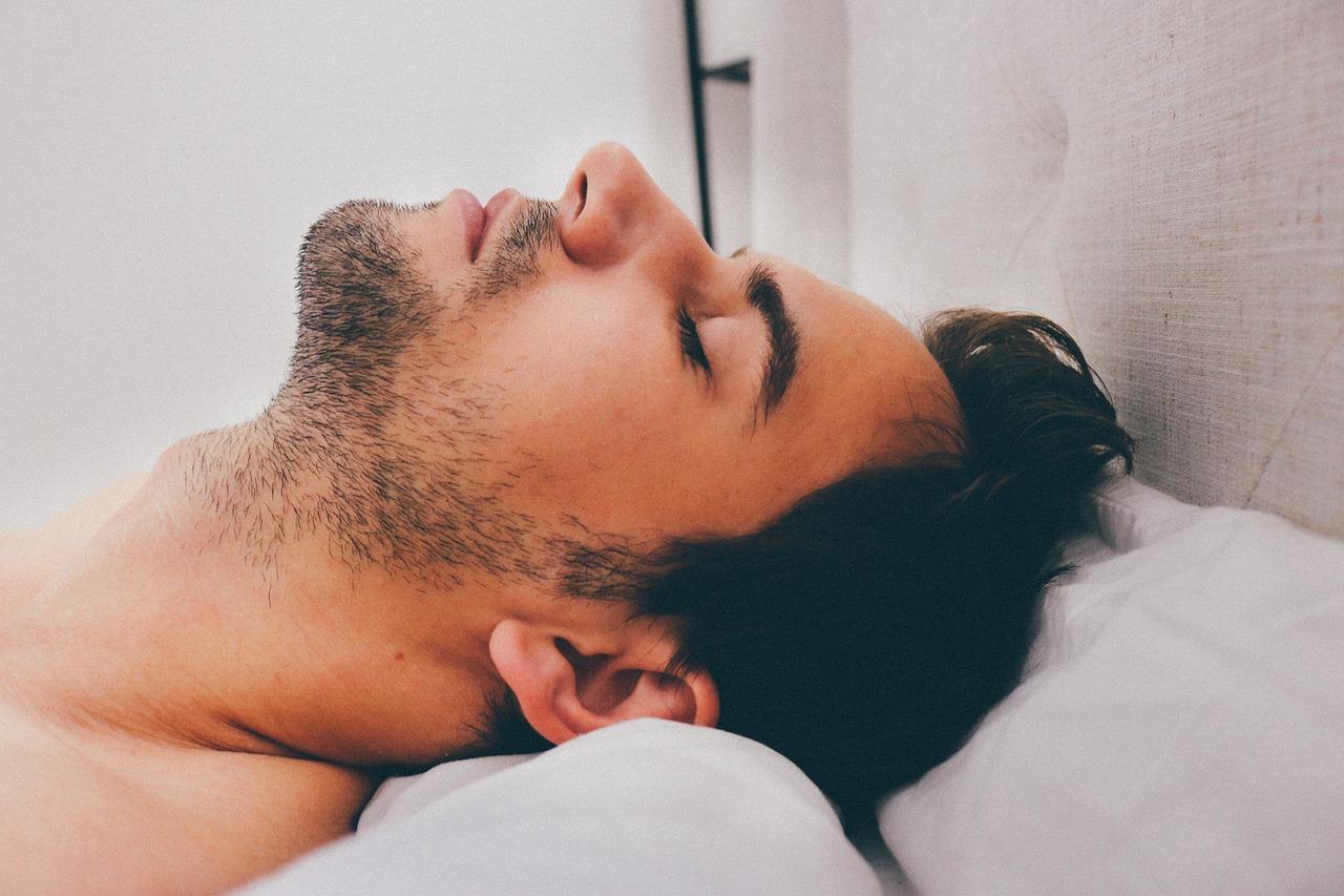 睡眠中呼吸が苦しい!原因は?危険な病気、無呼吸症候群の可能性も