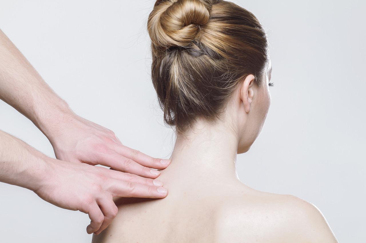 痛むのは背中じゃないの!肩甲骨=肩の骨の突起の痛みが起こる原因