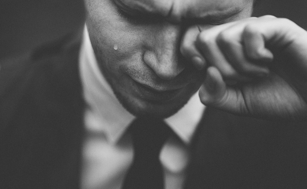 右目だけから涙が出て止まらない状態。どんな病気が考えられる?