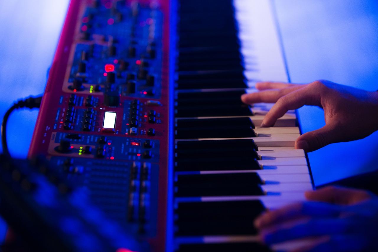 キーボードとピアノの違いに驚き!かっこいいバンドにするには?