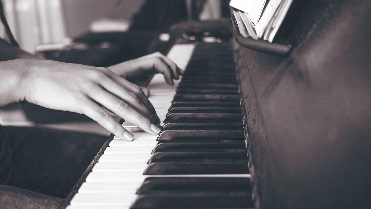 ピアノを弾く人はなぜ指が細いの?ピアノと指の太さの関係とは
