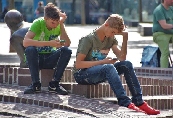 成長の証!中学男子の反抗期…接し方のポイント・注意点