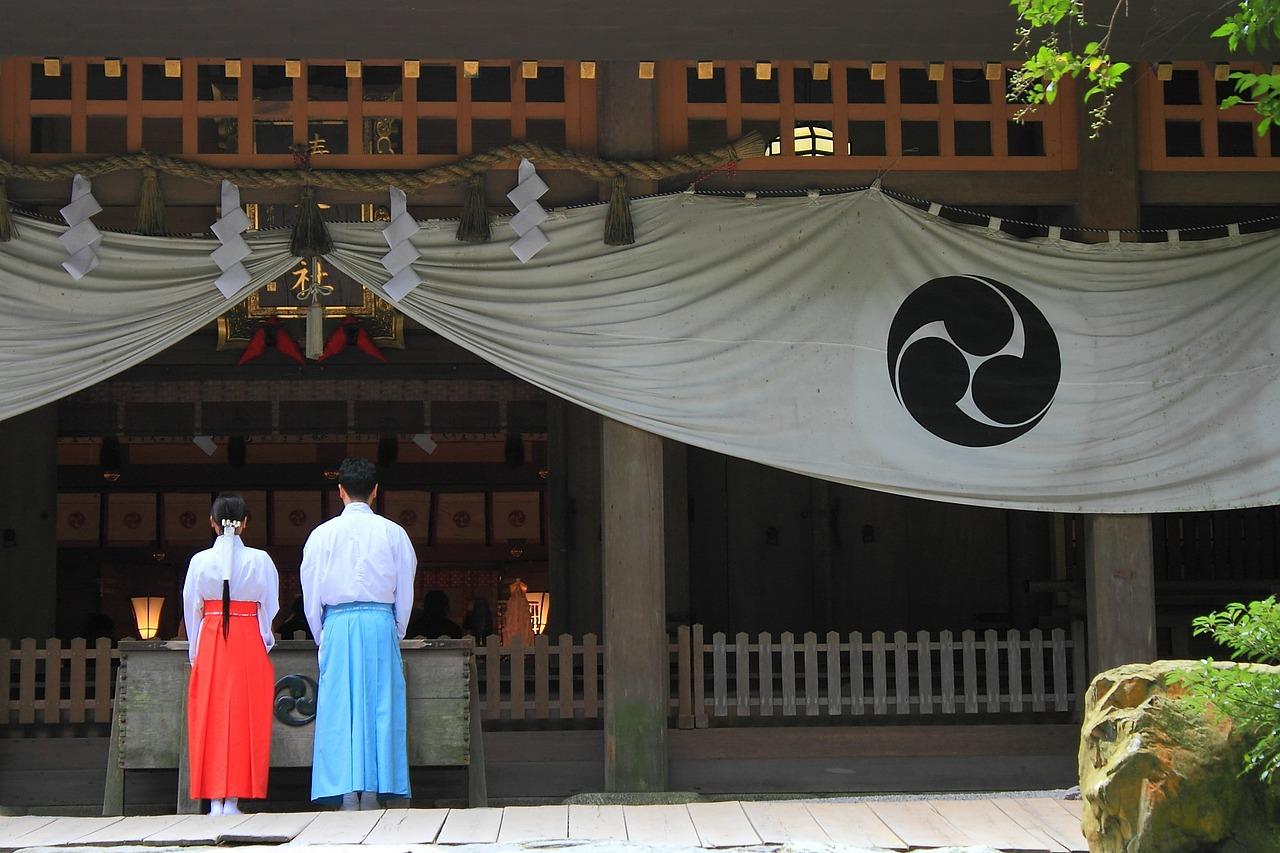 神社の参拝マナー…お参りに良い日や時間帯!六曜の意味や手水の作法