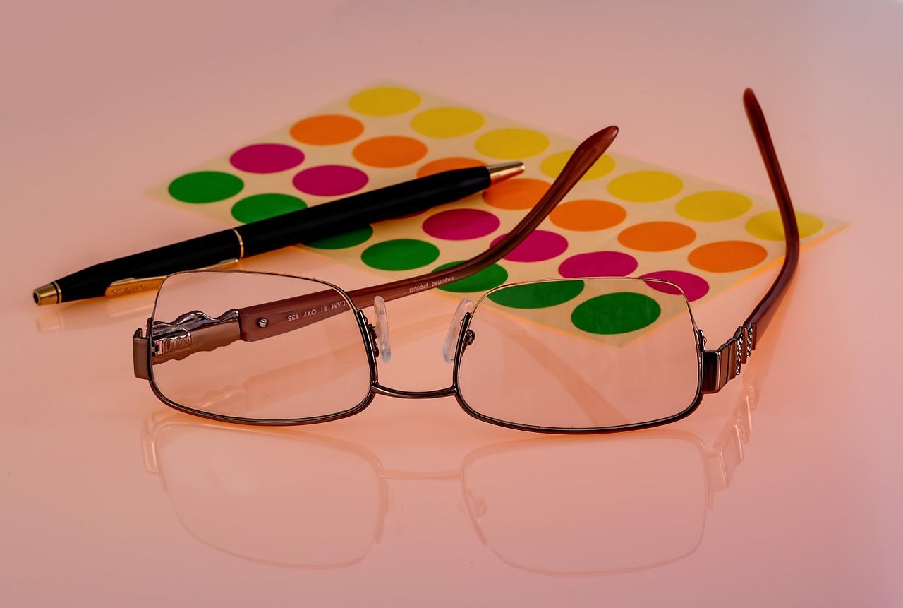 視力検査の疑問!赤と緑を使ったテストの意味は?これは異常?!