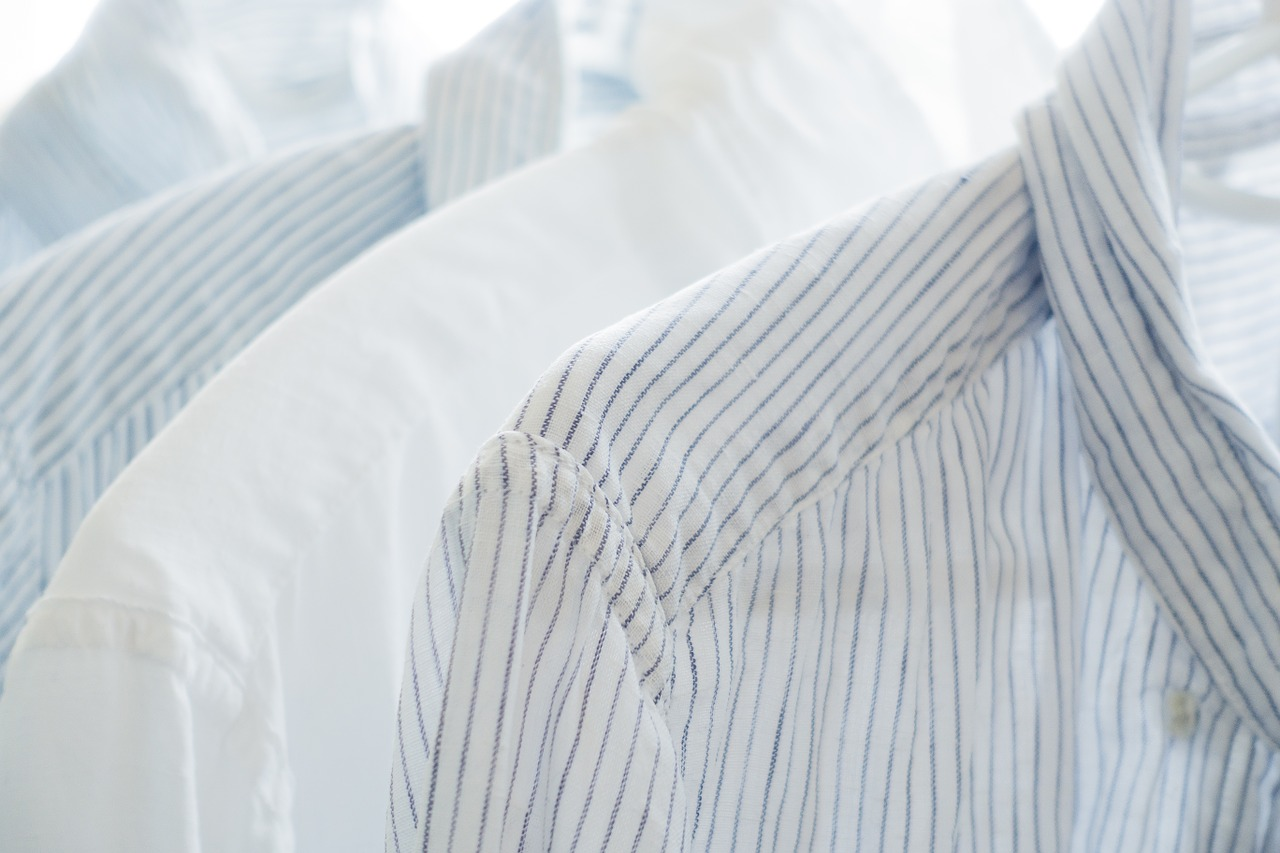 衣類が黄色く黄ばんでいる!汗で衣服が変色する原因と落とす方法