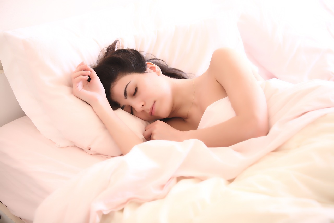 睡眠時には音楽を聴こう!疲労回復に効果が!曲選びも重要?