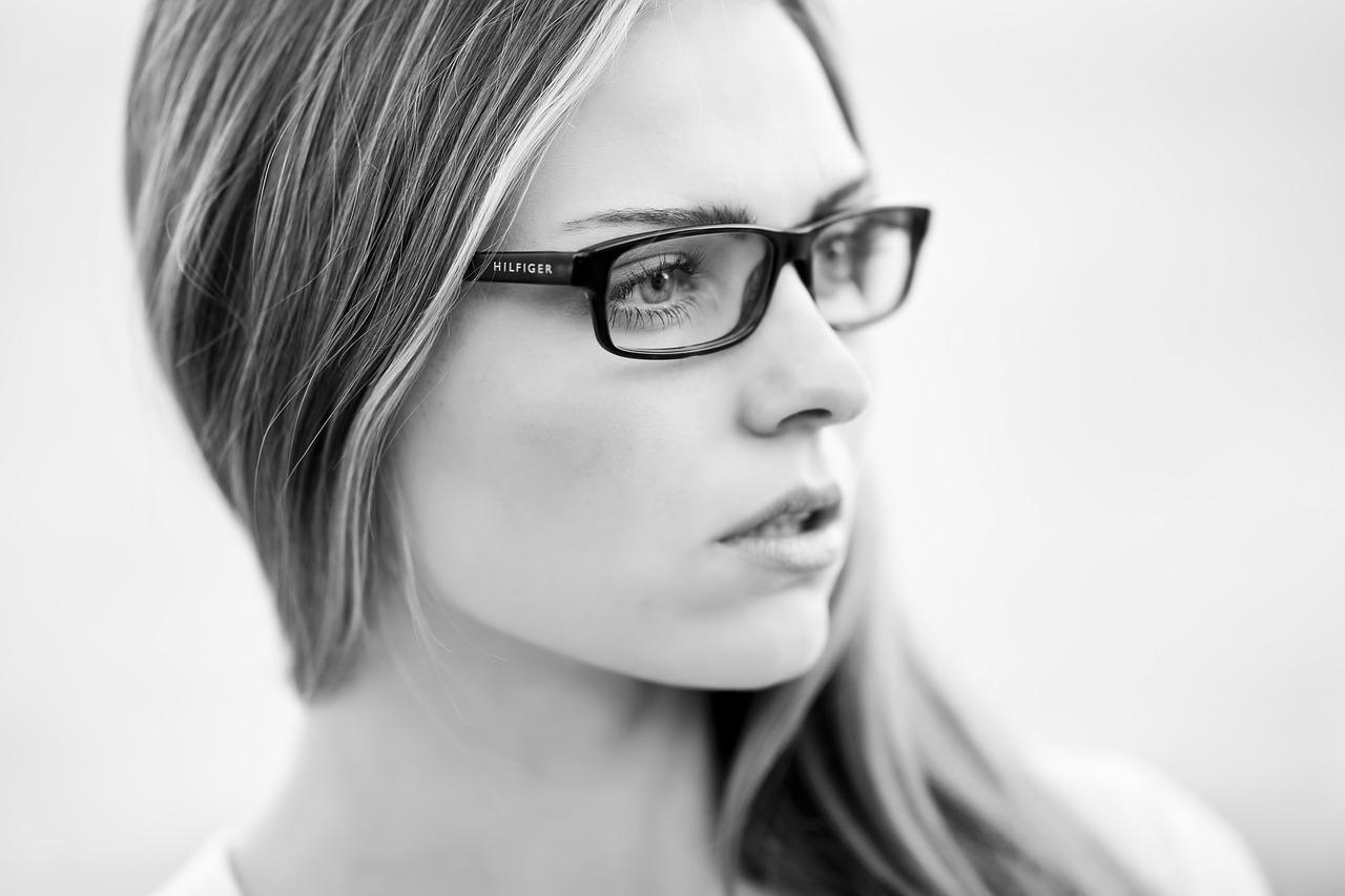 目の痙攣について|ピクピクする…上まぶたの場合の原因と対処法