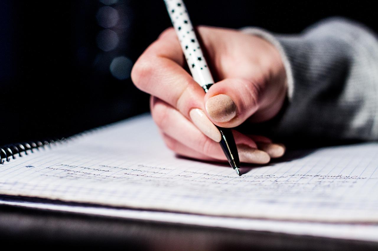 大学のレポート課題が書けない・・・書き方のコツは?
